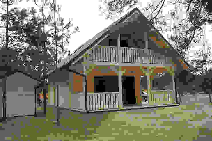 prefabbricati di legno bungalow Case in stile scandinavo di CasediLegnoSr Scandinavo Legno Effetto legno