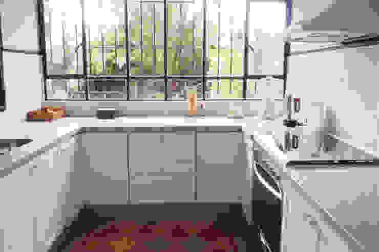 Cocina + ventanas Eklektyczna kuchnia od Radrizzani Rioja Arquitectos Eklektyczny Ceramiczny