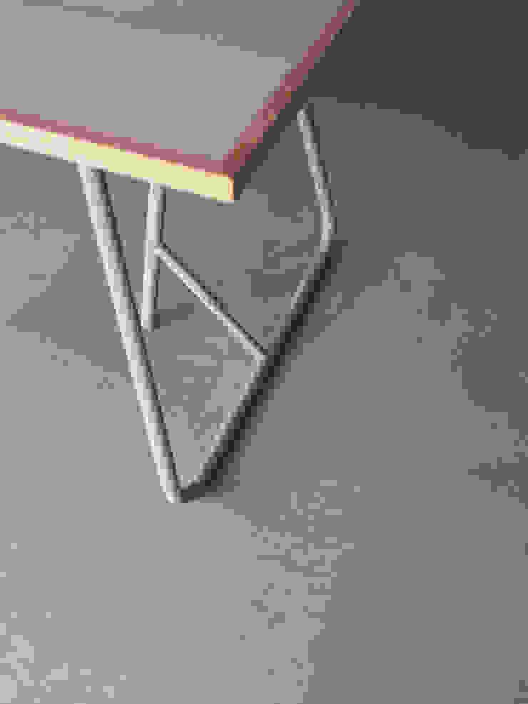 UMA/Table: Kazunaga Sakashita/CRITIBA DESIGN+DIRECTIONが手掛けた現代のです。,モダン 鉄/鋼