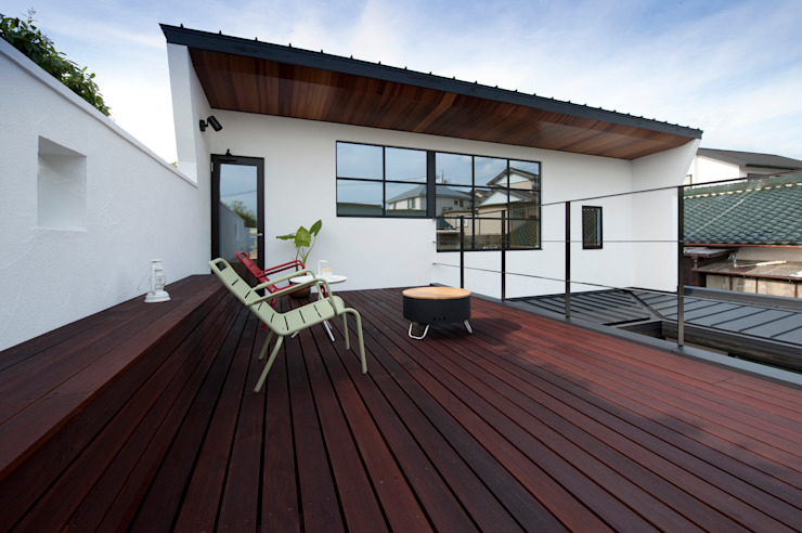 Modern balcony, veranda & terrace by Sakurayama-Architect-Design Modern
