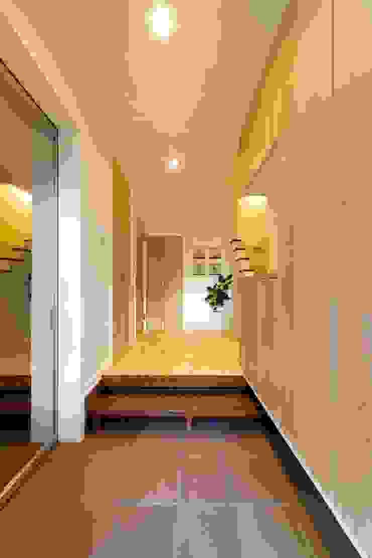 光と風の通る家 モダンスタイルの 玄関&廊下&階段 の 福島工務店株式会社 モダン 無垢材 多色