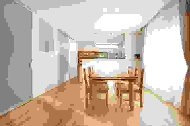 光と風の通る家 モダンな キッチン の 福島工務店株式会社 モダン 無垢材 多色