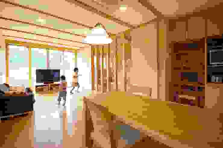 自然素材の家 モダンデザインの リビング の 福島工務店株式会社 モダン 無垢材 多色