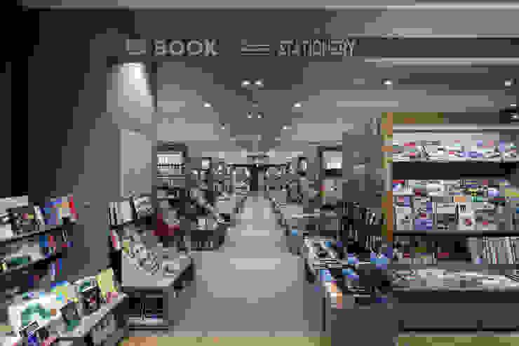 Books&Cafe @広島駅新幹線口 オリジナルな商業空間 の 株式会社CAPD オリジナル
