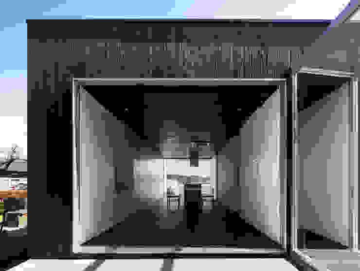 Balcone, Veranda & Terrazza in stile eclettico di 株式会社CAPD Eclettico Legno Effetto legno