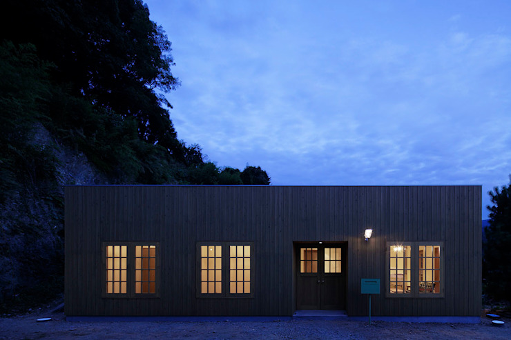 Casas de estilo clásico de 株式会社CAPD Clásico Madera Acabado en madera