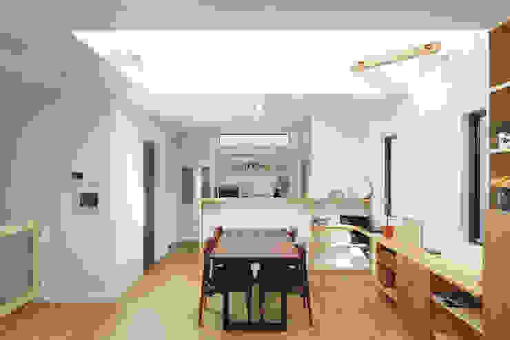 現代廚房設計點子、靈感&圖片 根據 福島工務店株式会社 現代風