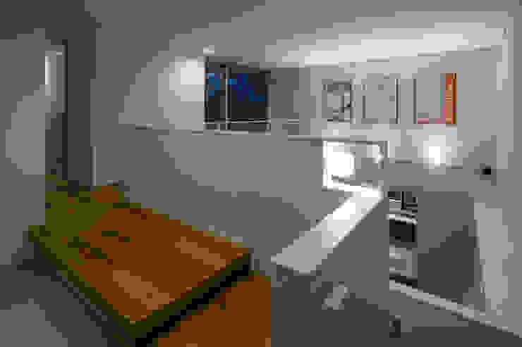 獅子ヶ口町の家 モダンスタイルの 玄関&廊下&階段 の Kenji Yanagawa Architect and Associates モダン