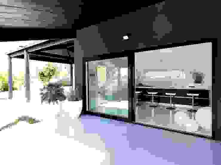 Ruang Keluarga Modern Oleh Progettolegno srl Modern