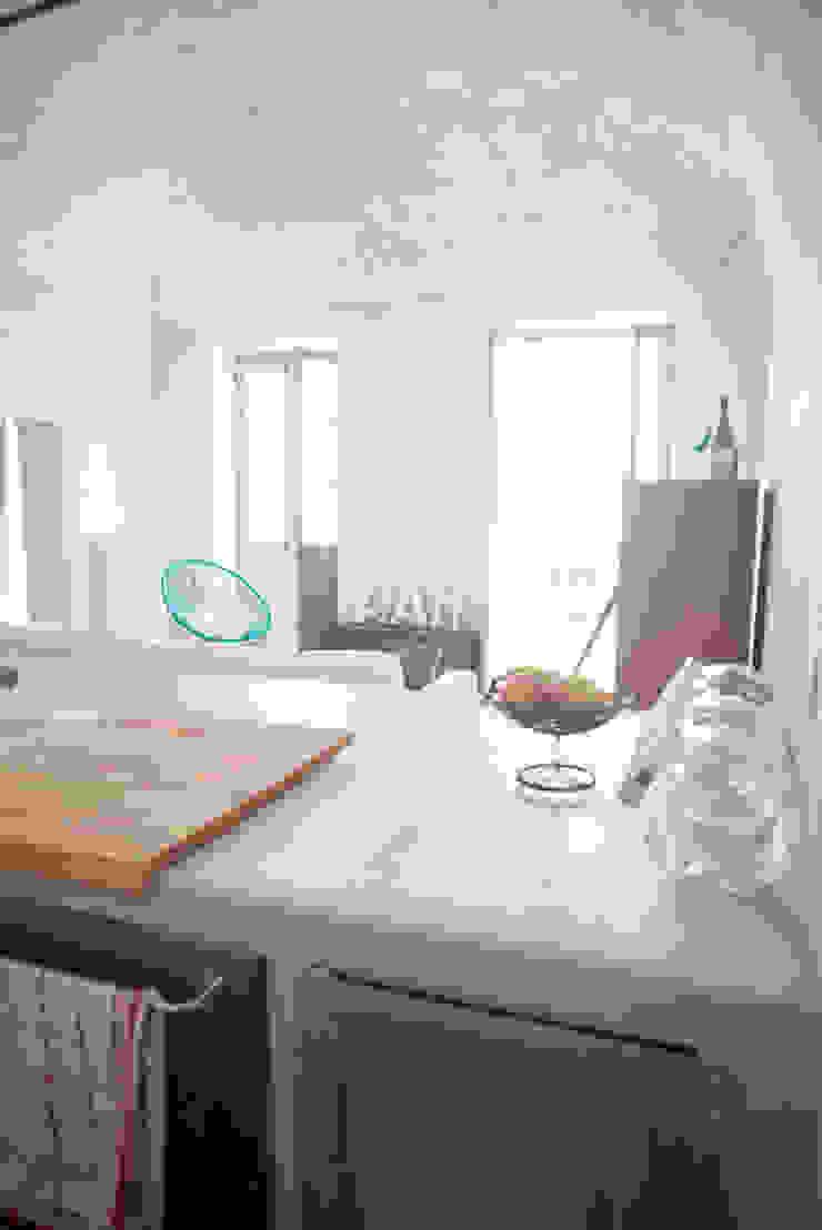 Appartamento a Verezzi_ la cucina Cucina in stile mediterraneo di con3studio Mediterraneo Cemento