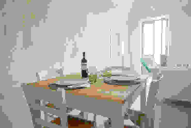 Appartamento a Verezzi di con3studio Mediterraneo Legno Effetto legno