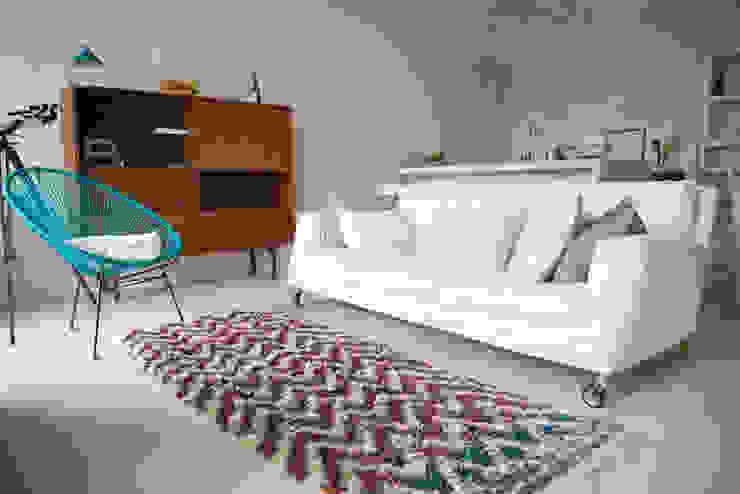 Appartamento in Liguria, il salotto di con3studio Mediterraneo Tessuti Ambra/Oro