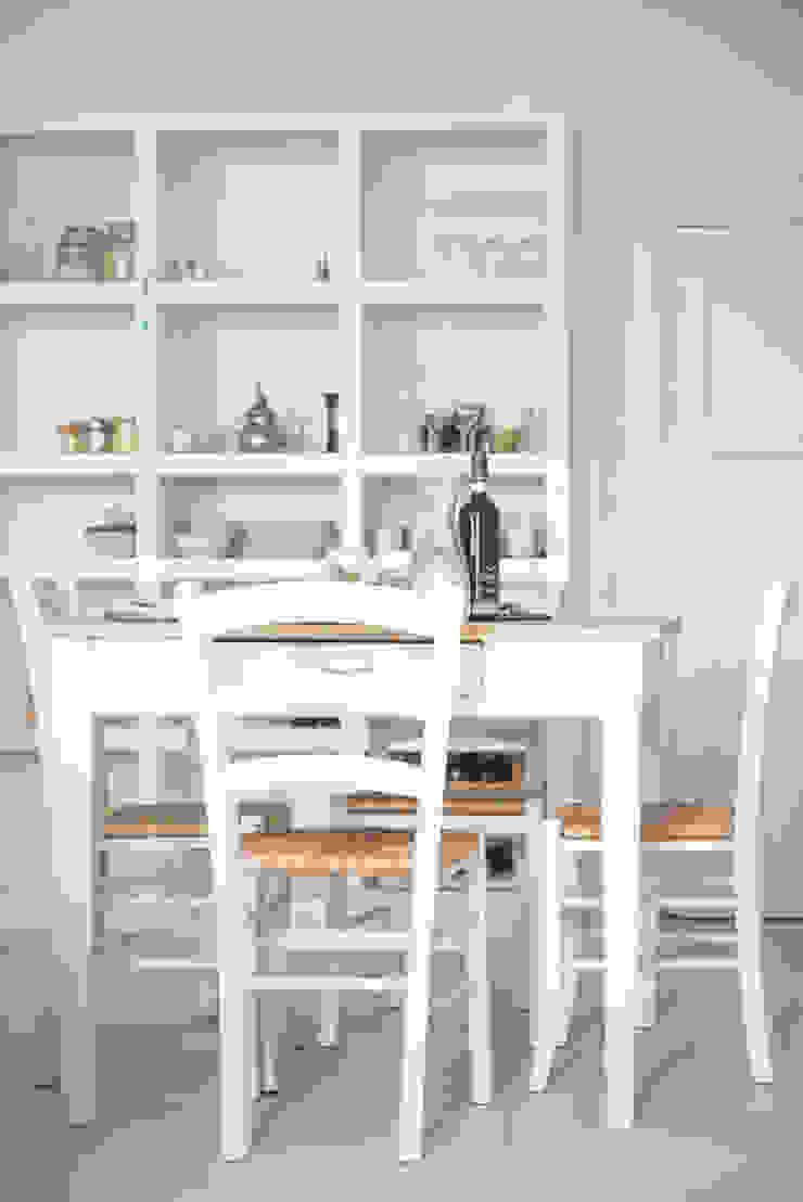 Appartamento in Liguria, la zona pranzo di con3studio Mediterraneo Legno Effetto legno