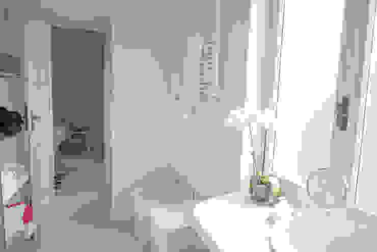 Appartamento al mare Bagno in stile mediterraneo di con3studio Mediterraneo