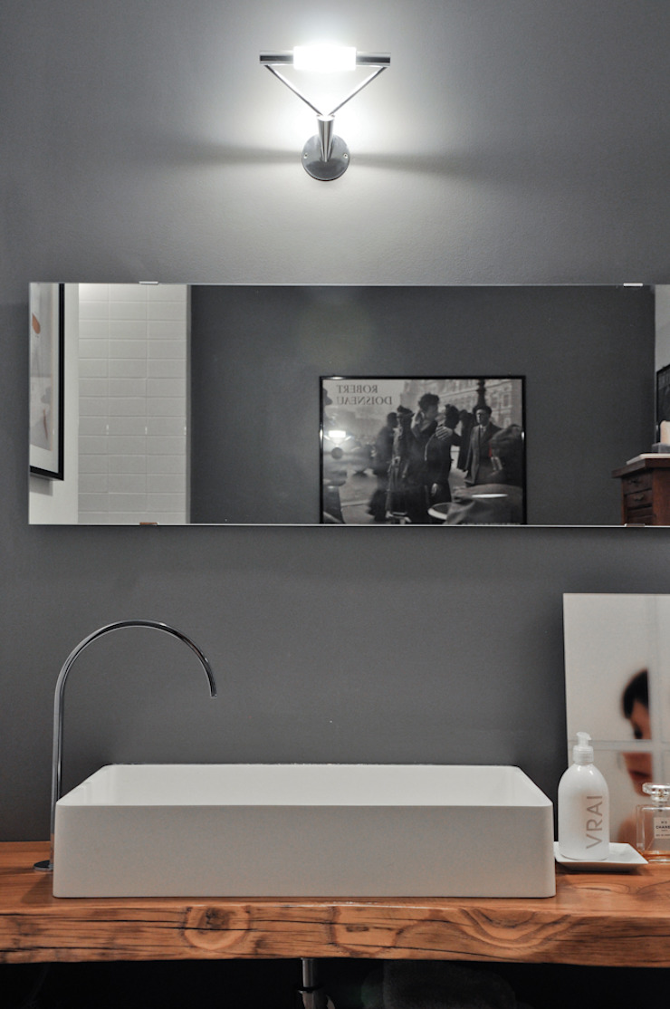 Minimalist style bathroom by con3studio Minimalist