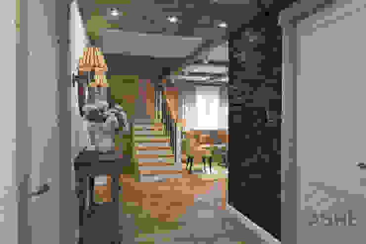 Загородный дом с стиле шале Коридор, прихожая и лестница в рустикальном стиле от Студия авторского дизайна ASHE Home Рустикальный