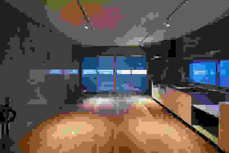 house-T オリジナルデザインの リビング の 株式会社CAPD オリジナル コンクリート