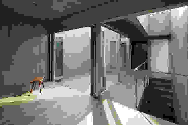 house-T オリジナルデザインの 多目的室 の 株式会社CAPD オリジナル コンクリート