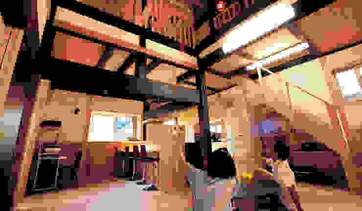 Гостиная в классическом стиле от 株式会社粋の家 Классический Твердая древесина Многоцветный