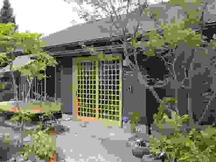 Rumah Klasik Oleh 株式会社粋の家 Klasik Kayu Wood effect