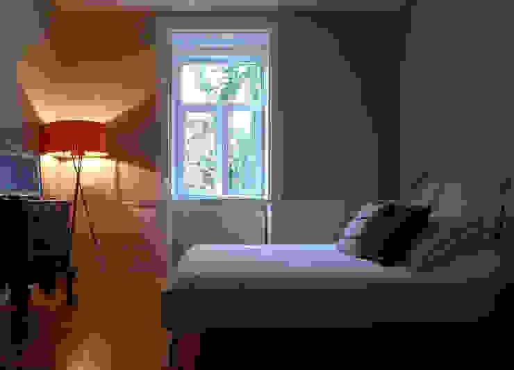 Phòng ngủ phong cách kinh điển bởi JOANA MENDES BARATA arquitetura Kinh điển