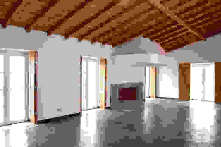 Habitação.Monte Alentejano I.Arraiolos atelier B-L Salas de estar rústicas