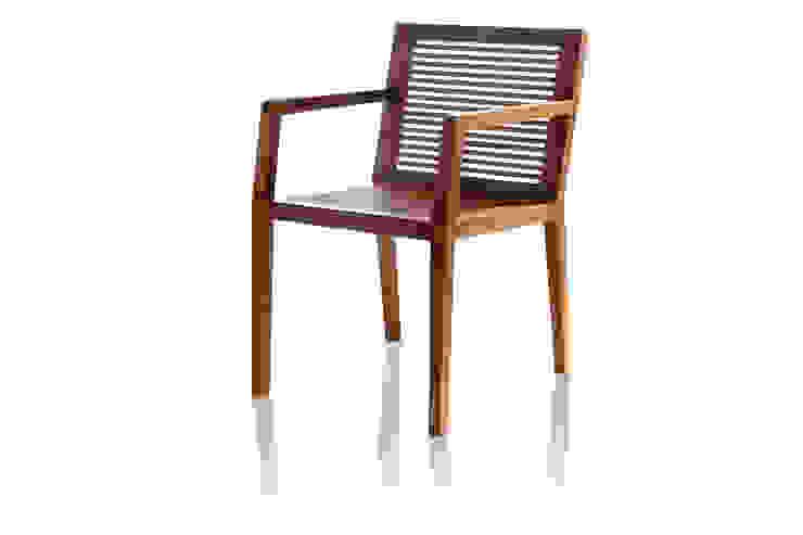 Cadeira PROP com braço ripada por LLUSSÁ Mobiliário de design Moderno Madeira maciça Multi colorido