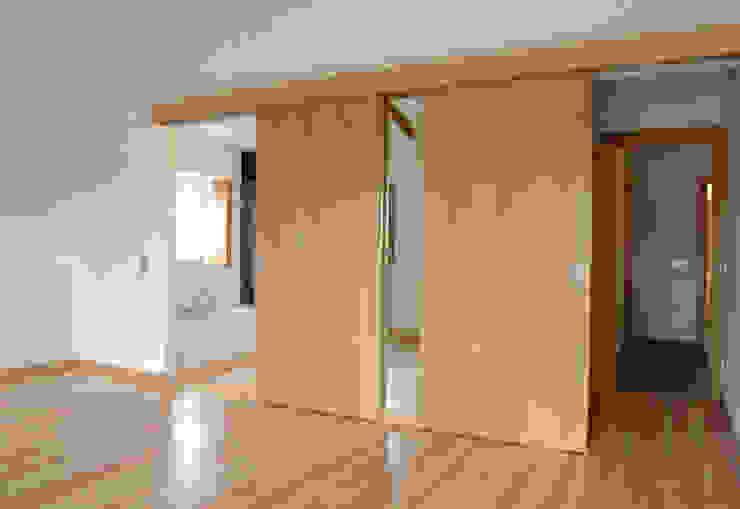 Phòng ngủ phong cách mộc mạc bởi BL Design Arquitectura e Interiores Mộc mạc
