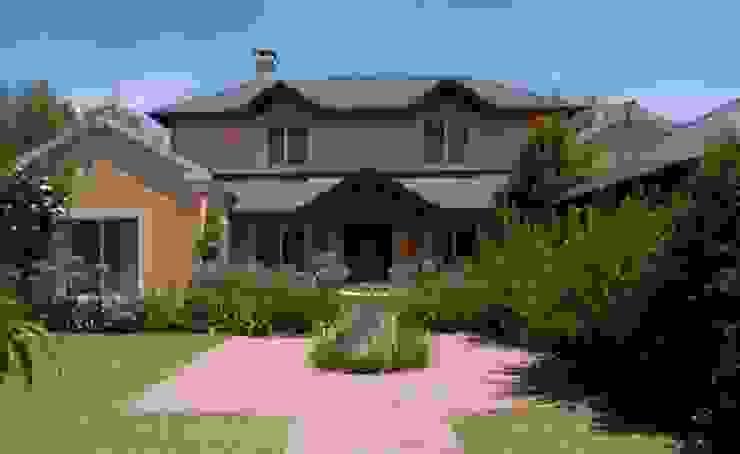 Frente y jardín delantero Radrizzani Rioja Arquitectos Classic style houses Concrete Beige