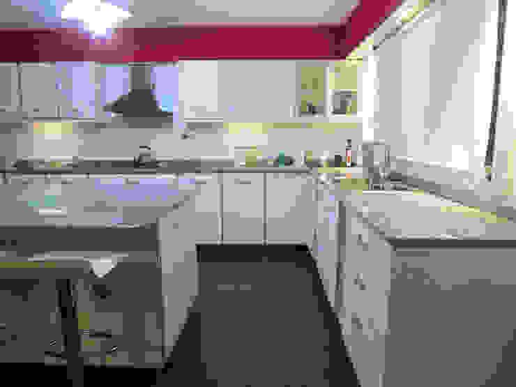 G7 Grupo Creativo Modern kitchen White
