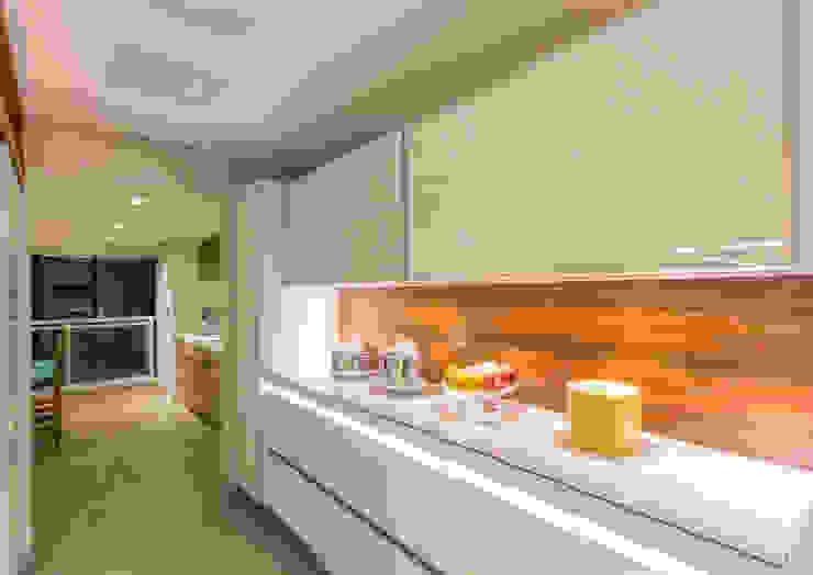 Cozinha Cozinhas modernas por Enzo Sobocinski Arquitetura & Interiores Moderno Derivados de madeira Transparente