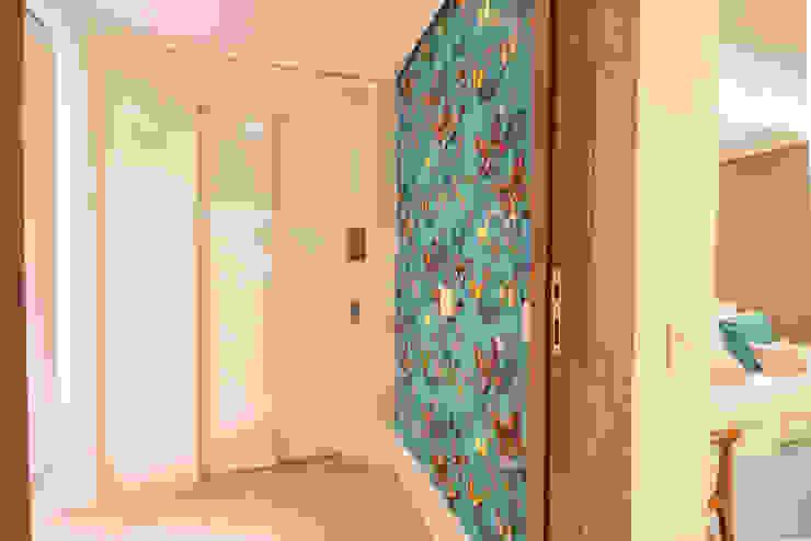 Enzo Sobocinski Arquitetura & Interiores Modern corridor, hallway & stairs Glass Turquoise