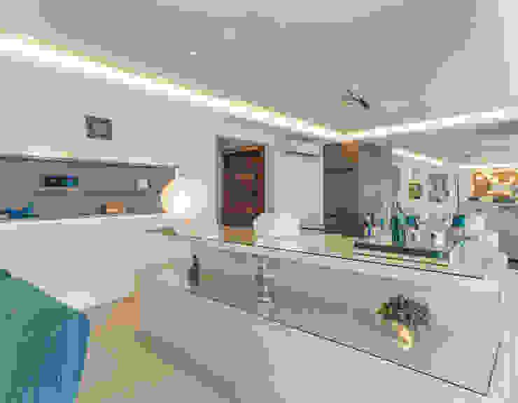 Enzo Sobocinski Arquitetura & Interiores Modern dining room Engineered Wood Grey