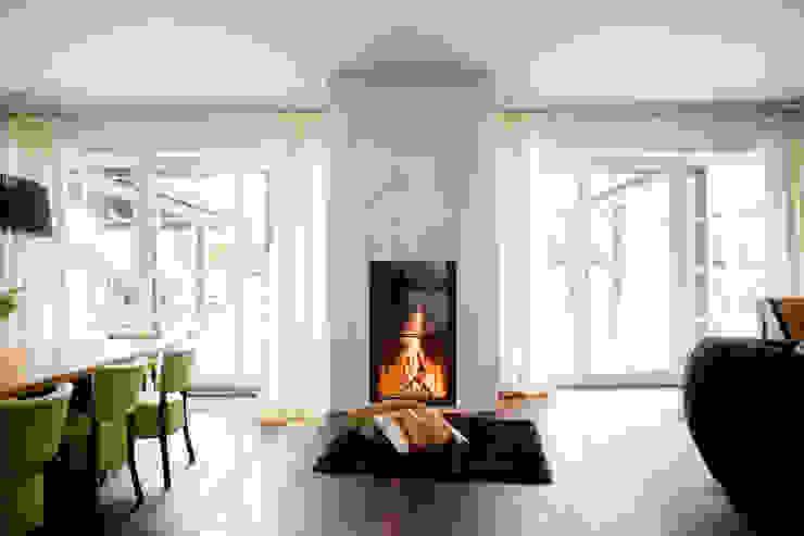 Einfamilienhaus in Perchtoldsdorf bei Wien Mediterrane Wohnzimmer von WUNSCHHAUS Mediterran