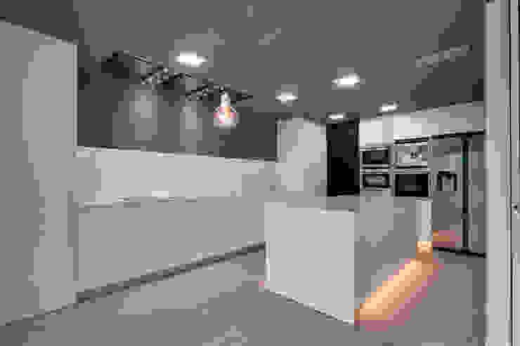 Cozinhas modernas por OAK 2000 Moderno