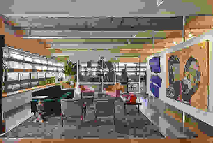 Salas de estilo  por Piratininga Arquitetos Associados, Minimalista
