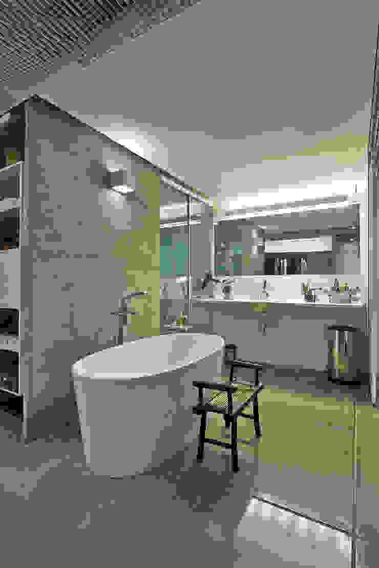 Banheiro casal Banheiros minimalistas por Piratininga Arquitetos Associados Minimalista