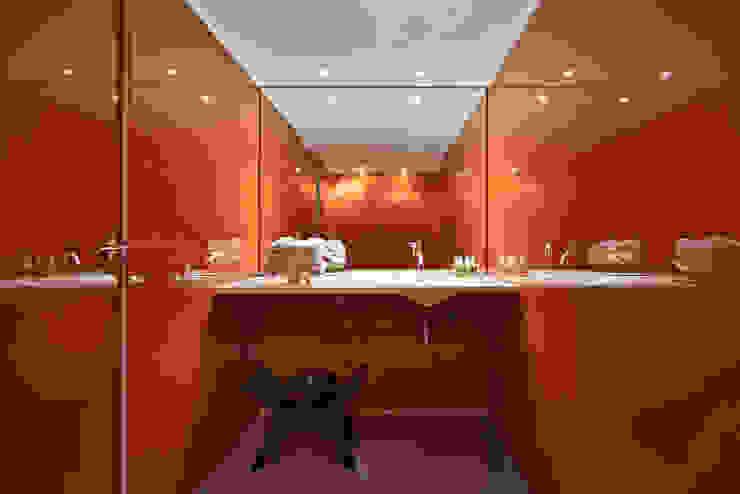 حمام تنفيذ Piratininga Arquitetos Associados, تبسيطي