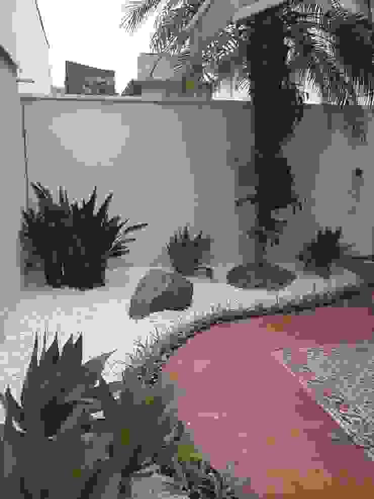 JARDIM Residência Casas modernas por E|F DESIGN.INTERIORES.PAISAGISMO Moderno