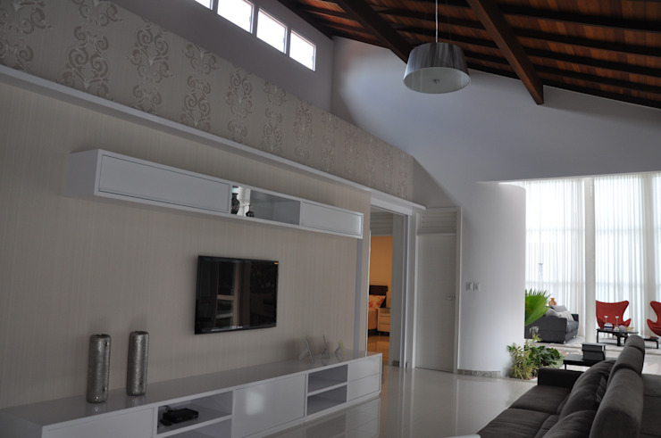 Libório Gândara Ateliê de Arquitetura Salas de entretenimiento de estilo moderno