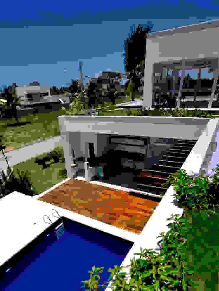 Tetos jardim vista para a piscina Jardins modernos por Libório Gândara Ateliê de Arquitetura Moderno