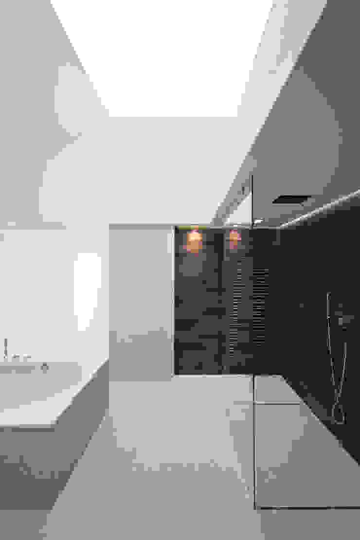 Термы Ванная комната в стиле модерн от BUROWHITE Модерн Дерево Эффект древесины