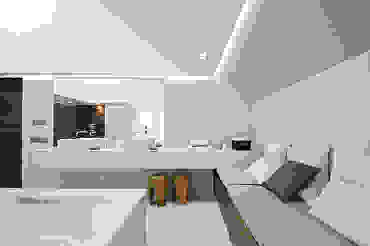 Термы Ванная комната в стиле модерн от BUROWHITE Модерн Керамика
