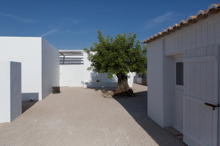 Mediterranean style house by atelier Rua - Arquitectos Mediterranean
