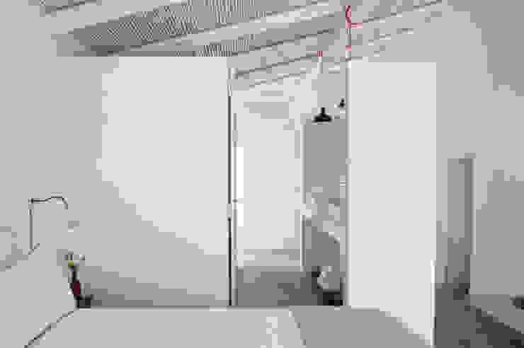 Cuartos de estilo mediterráneo de atelier Rua - Arquitectos Mediterráneo