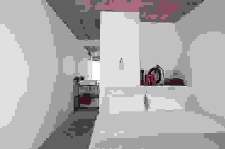 Śródziemnomorska sypialnia od atelier Rua - Arquitectos Śródziemnomorski