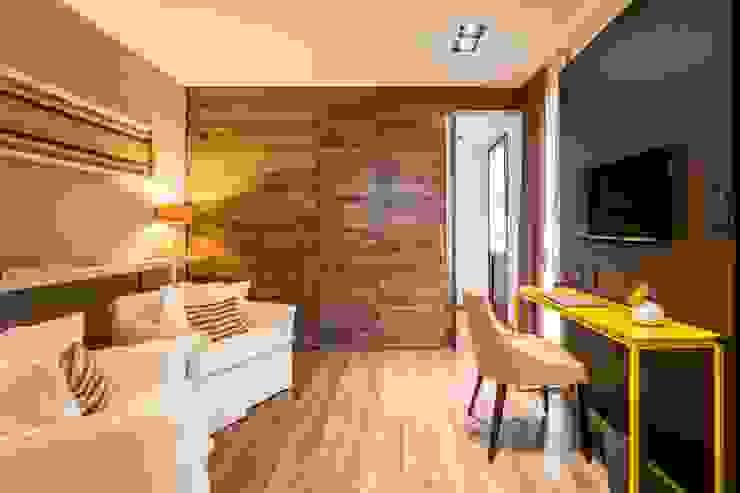 Hotel Azur - Reforma y nuevas habitaciones: Hoteles de estilo  por CAPÓ estudio,Moderno
