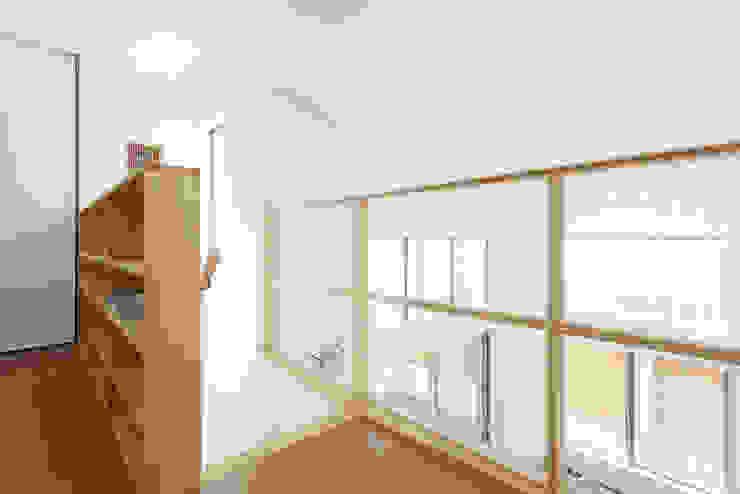 リビングとテラスがつながる家 モダンスタイルの 玄関&廊下&階段 の 福島工務店株式会社 モダン