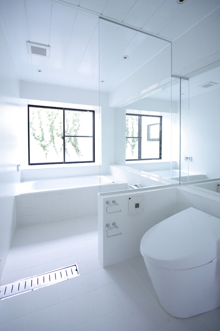 Eclectic style bathroom by 株式会社CAPD Eclectic