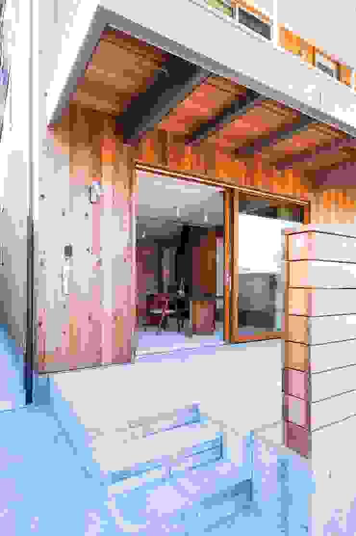 Eclectic style balcony, veranda & terrace by エヌ スケッチ Eclectic